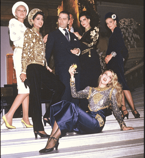 Karl Lagerfeld & Jerry Hall (front) at Chanel Fall/Winter 1985/86 show. ©Bertrand Rindoff Petroff/Getty Images