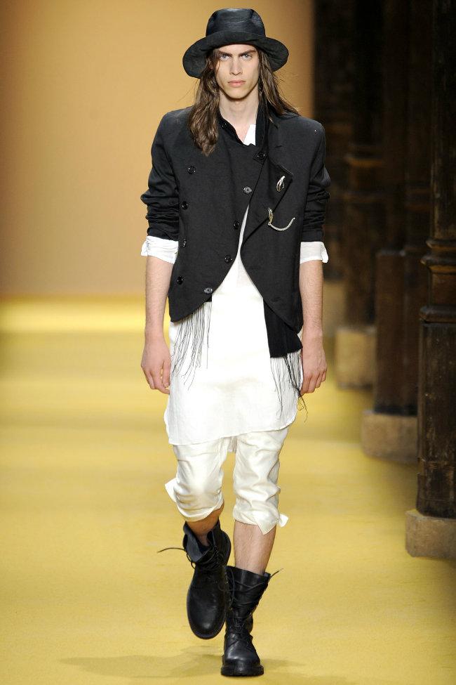 anndemeulemeester7 Ann Demeulemeester Spring 2012 | Paris Fashion Week
