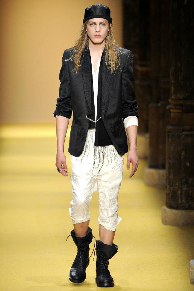 anndemeulemeester9 Ann Demeulemeester Spring 2012 | Paris Fashion Week