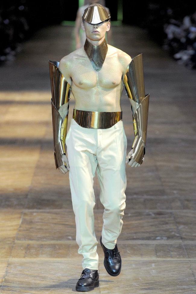 muglerrunway1 Mugler Spring 2012 | Paris Fashion Week