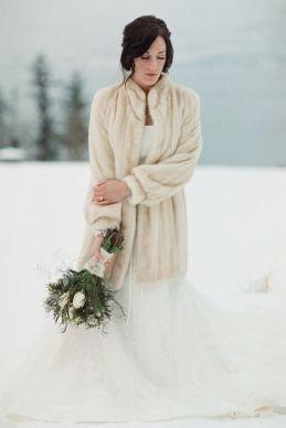 winter wedding bride with fur