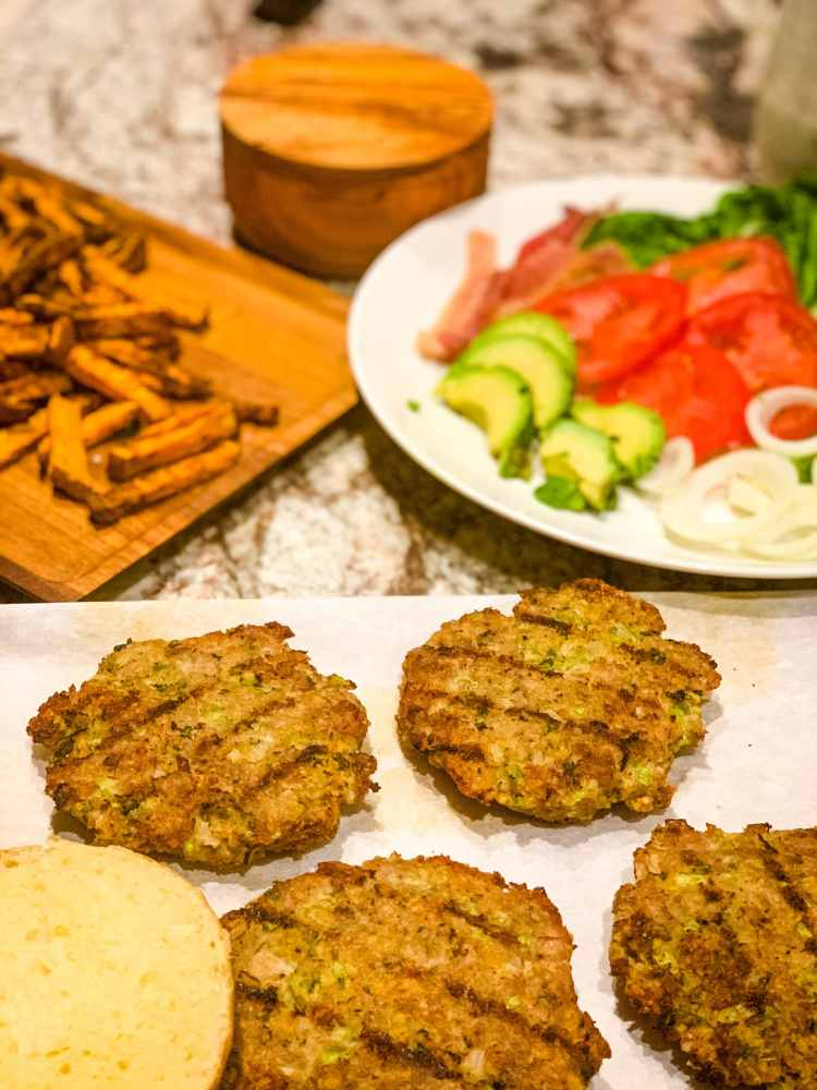 Grilled turkey burgers and buns