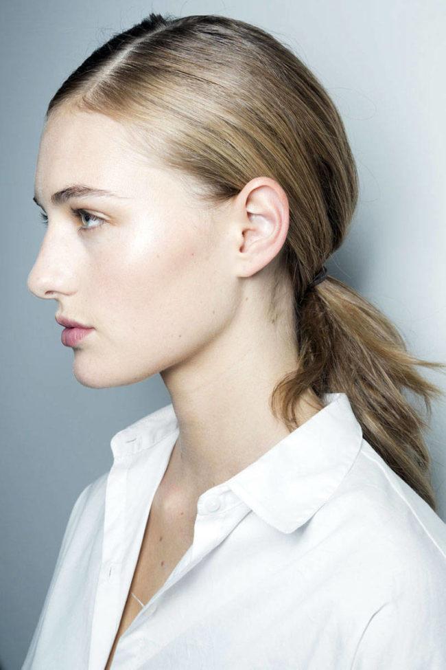 及肩亂翹的頭髮令你感到抓狂嗎?4個簡易髮型幫助你渡過留長髮的過渡期! - The Femin
