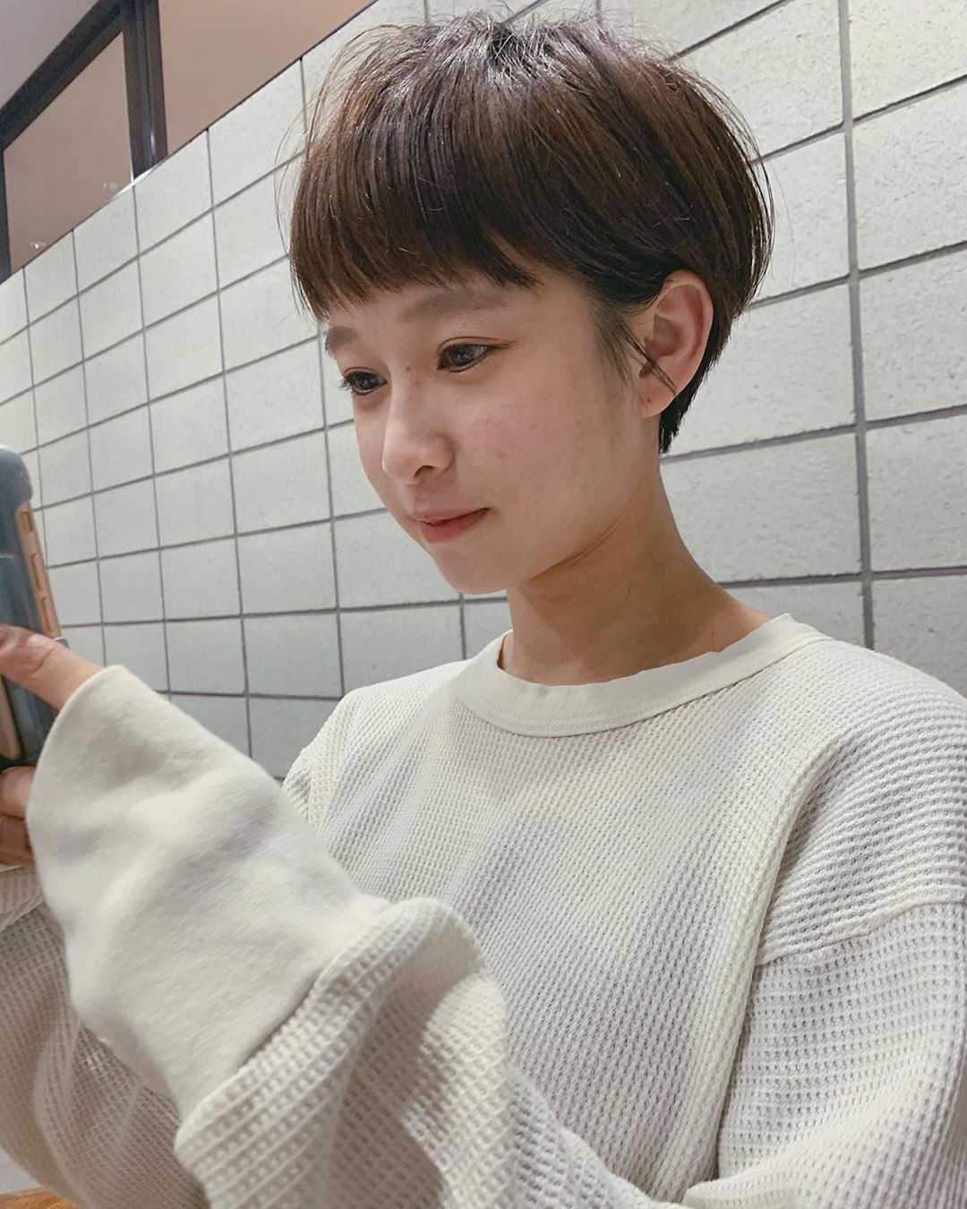 帥氣女生也能可愛一回!看完這個日本髮型帳號。你也會想剪顆「瀏海蘑菇頭」 - The Femin