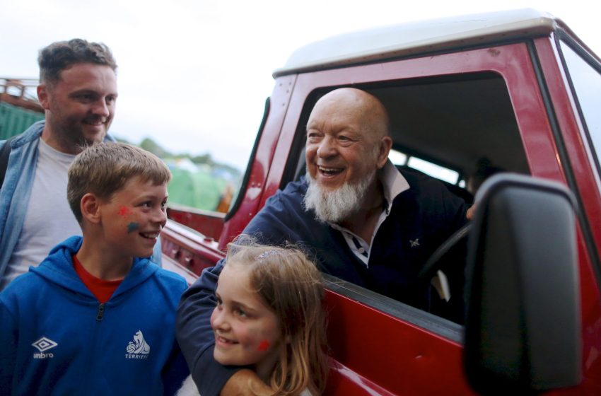 'Corbyn is the man': Glastonbury founder Michael Eavis says he's voting Labour
