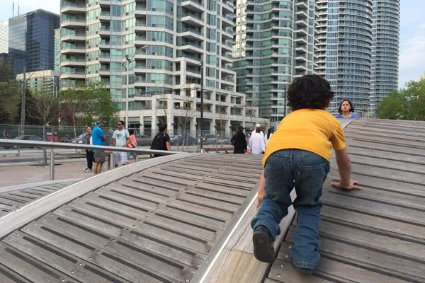 Children playing along the Toronto Waterfront   image: Sandra Wong