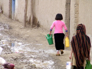 Girl carrying water in Kabul. Image Source: Lauras Eye, Flickr, Creative Commons