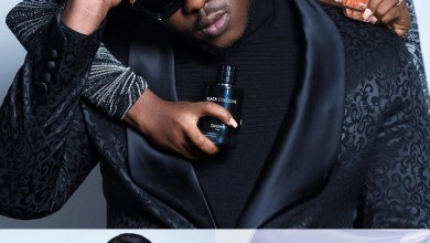Photo of Medikal And Fella Makafui Finally Post First Photo Of Their Child(See Photo)
