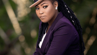 Photo of Video: Joyce Blessing Reacts After Cecilia Marfo's Snatching Of Microphone From Her On Stage
