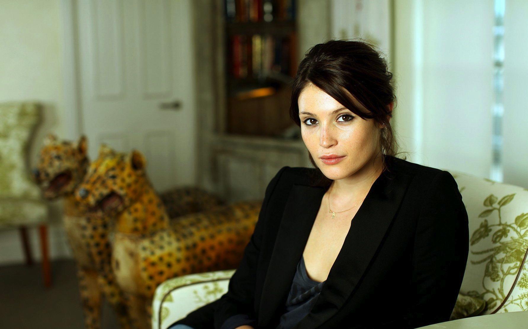 Fall Down Wallpaper Gemma Arterton Olivia Thirlby And Harry Treadaway Up For