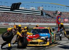 NASCAR_NSCS_KOBALT400_Kyle_Busch_Pit_031013