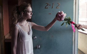 elle_fanning_the_neon_demon_2016-wide