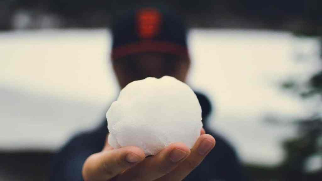 an image of a debt snowball, an ideal way to improve your credit score