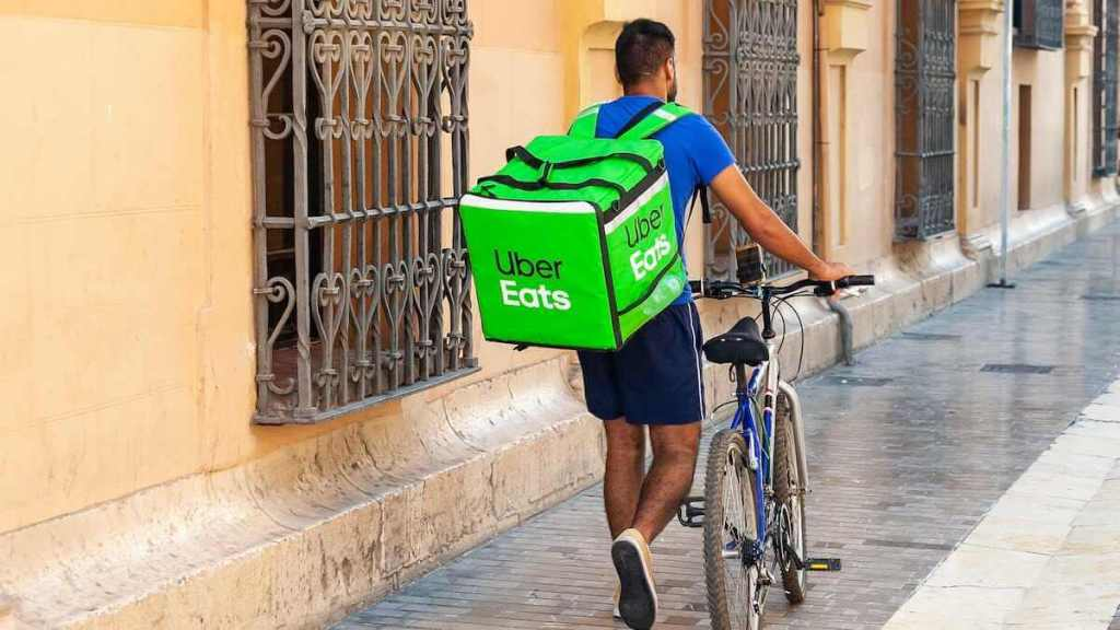 a person making $1000 a week with uber eats