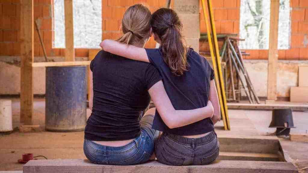 girlfriends saving money on a renovation