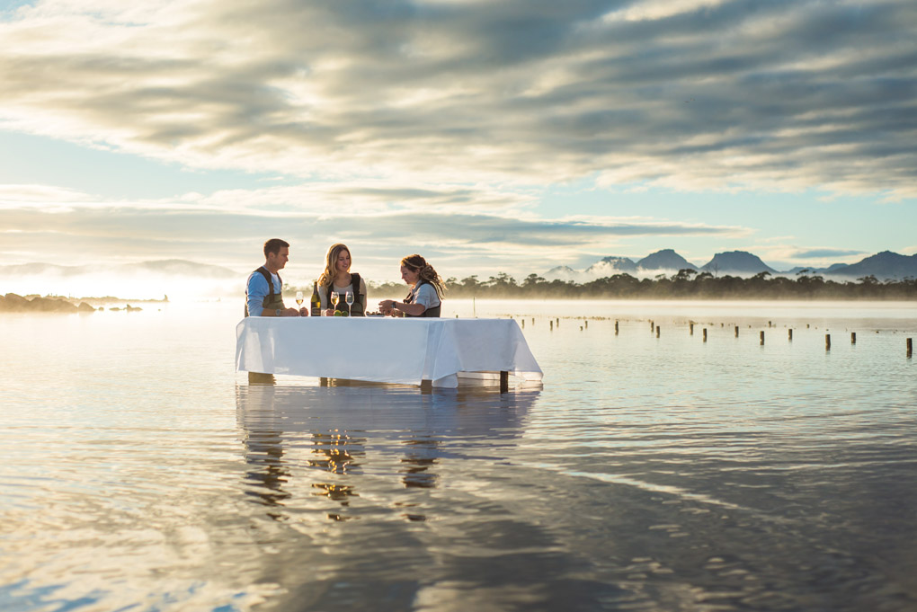 tasmania-on-a-platter-saf-oyster-shucking-1_hr