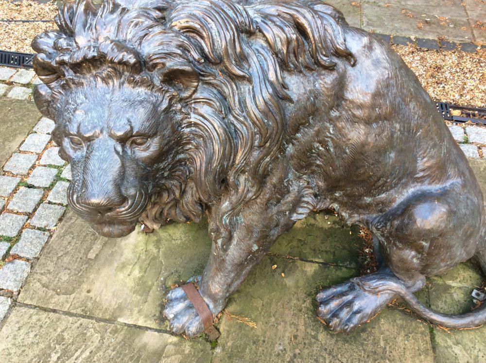 Statue of a lion.