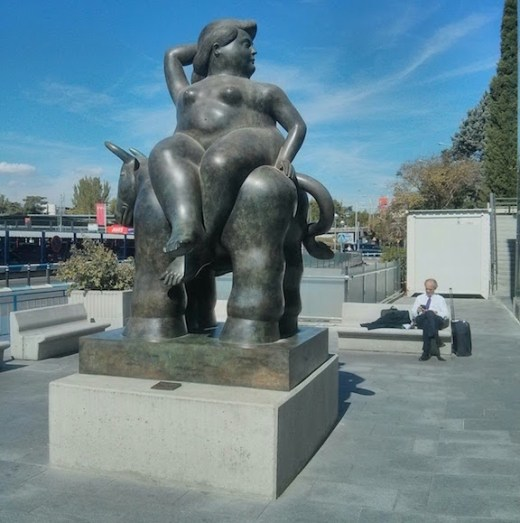 weird-naked-lady-statue