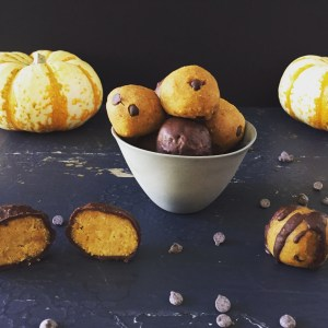Pumpkin Cookie Dough Protein Bites (GF, DF, Vegan)