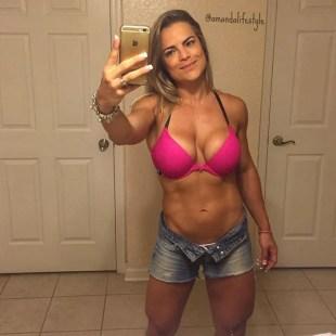 Amanda Ferreira WBFF PRO amandalifestyle