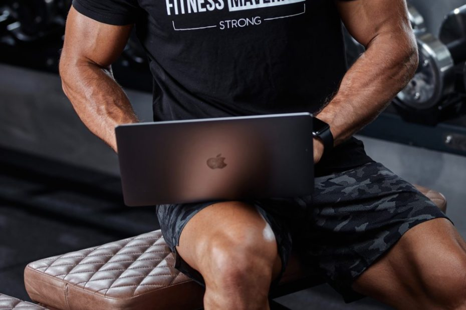 11 Top Trainers share what to look for in an Online Coach The Fitness Maverick