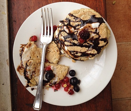 pancakes chocolate fruits