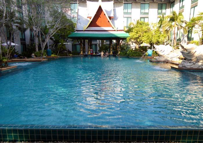 Novotel Bangkok Suvarnabhumi Airport Swimming Pool