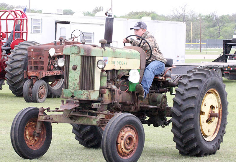 Antique tractors 01