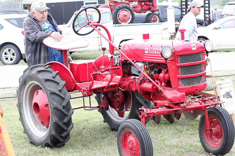 Antique tractors 04