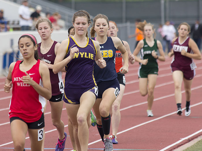 Bayleigh Chaviers put forth a courageous performance, completing the 800 meter in sixth despite nagging leg injuries. She was attempting to defend back-to-back state titles in the event. || Courtesy Dr. CHET MARTIN