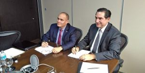 Dr. Alex del Carmen (left), director of Tarleton's School of Criminology, Criminal Justice & Strategic Studies, formalizes a partnership with the Attorney General's Office of the Mexican State of Tabasco, represented by Attorney General Dr. Fernando Valenzuela.