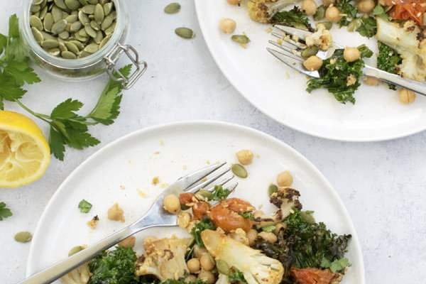 Warm Cauliflower & Kale Salad [vegan] 2020 © Annabelle Randles | The Flexitarian