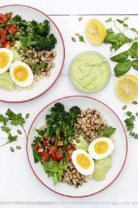 Pearl barley buddha bowl with creamy avocado dressing 2020 © Annabelle Randles | The Flexitarian