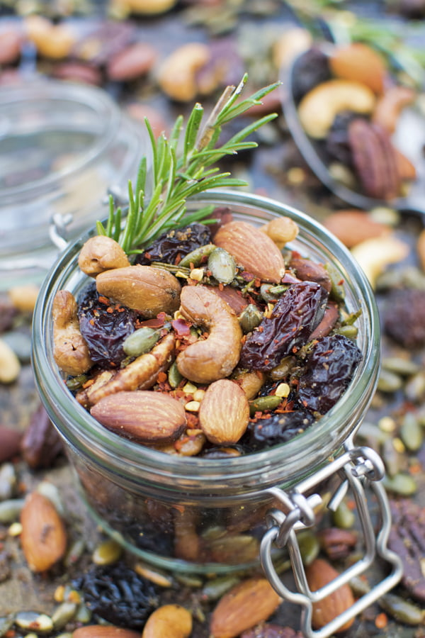 Rosemary Chili Nuts © The Flexitarian