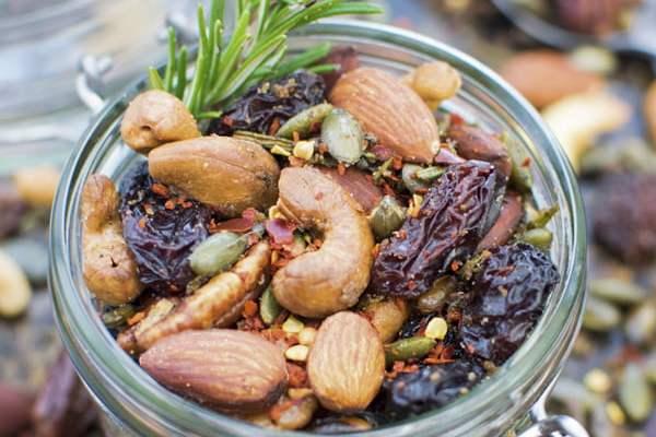 Rosemary Chili Nuts © The Flexitarian