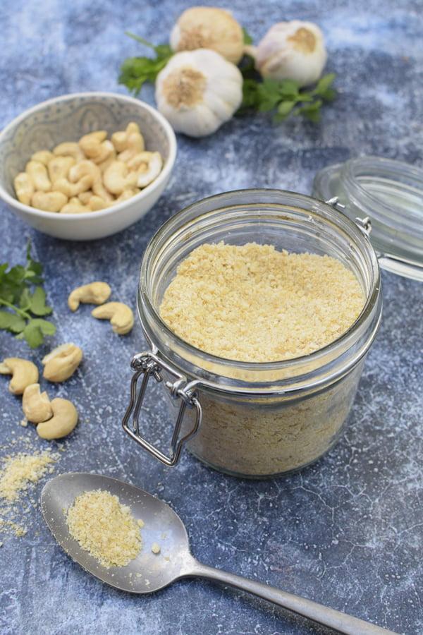 Cashew Parmesan [vegan] © Annabelle Randles | The Flexitarian
