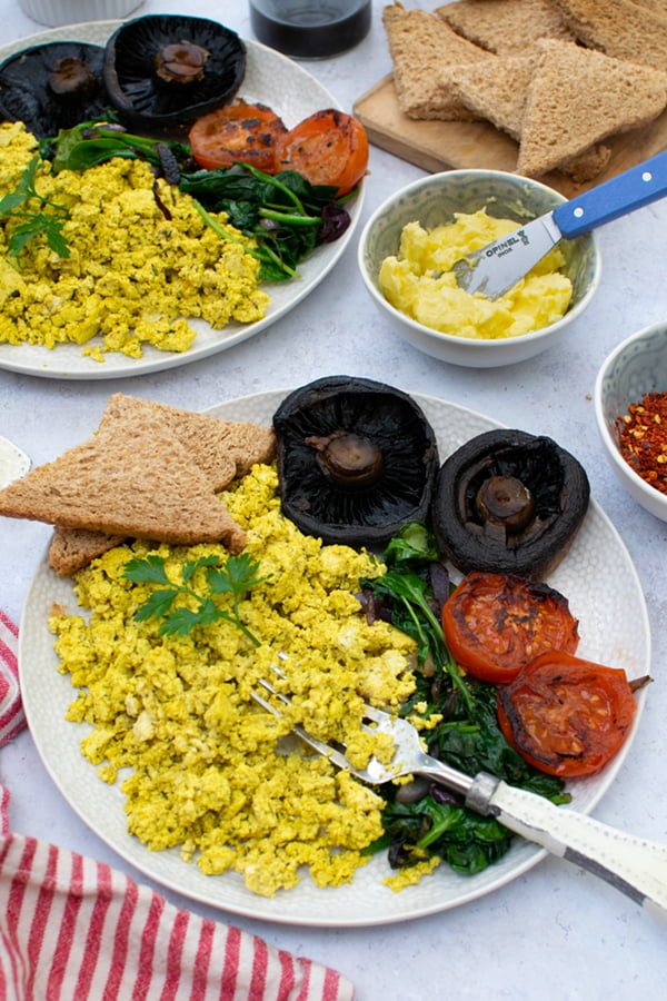 Tofu Breakfast Scramble [vegan] © The Flexitarian