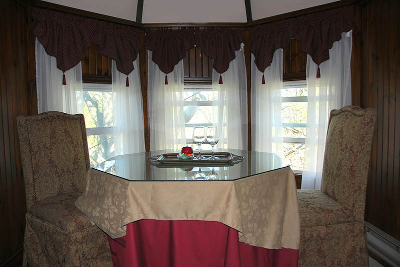 a curved curtain rod for bay window to