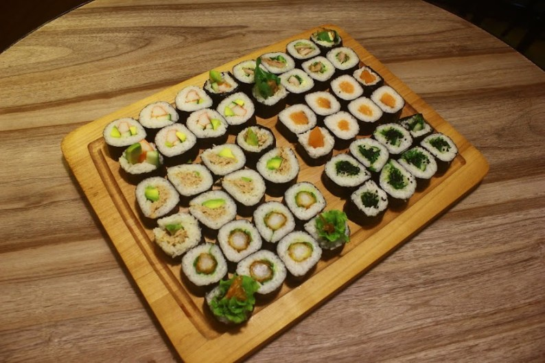MAKI_California, Chicken Teriyaki, Fresh Salmon, Pork Prawn, Tuna & Avocado