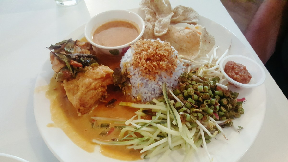 Dua by Skohns @ TTDI - Nasi Kerabu da' bomb! Affordably priced, good food.