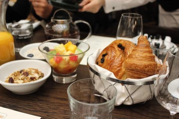 breakfast_les_deux_salon