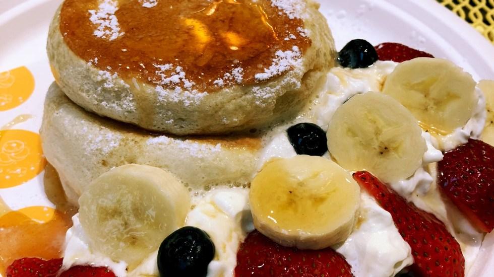 Fuwa Fuwa Japanese souffle pancakes berries