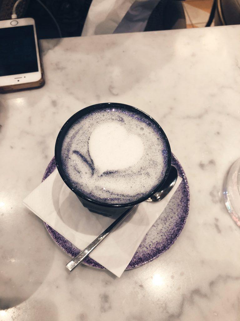 Élan Cafe black magic latte