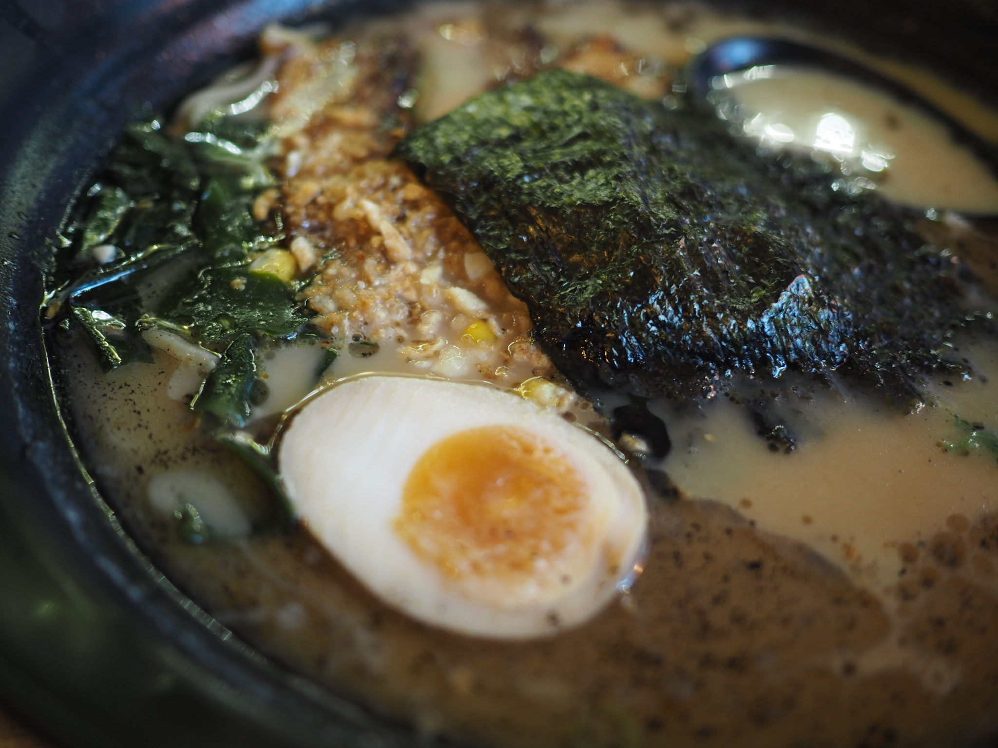 Maki-Ramen-Richmond-St-Black-garlic-oil-ramen