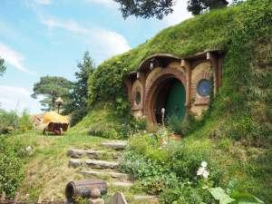 Hobbiton movie set tour bags end