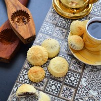 Semolina Ma'amoul : stuffed cookies with dates and nuts