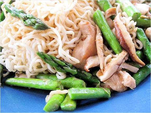 Chicken and Asparagus Lo Mein recipe
