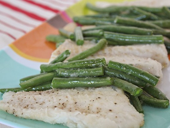 Quick-Baked Cod and Green Beans recipe