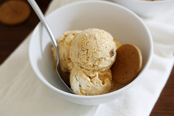 Pumpkin Cheesecake Gingersnap Ice Cream recipe photo