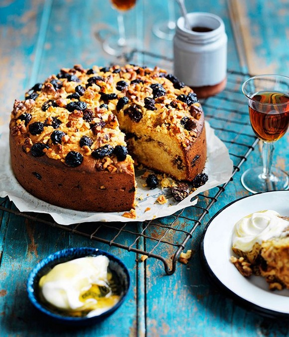 Yaourtopitta (Yoghurt and Raisin Cake) recipe photo